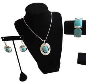 Other Turquoise and Silvertone Set: Necklace, Bracelet, Earrings