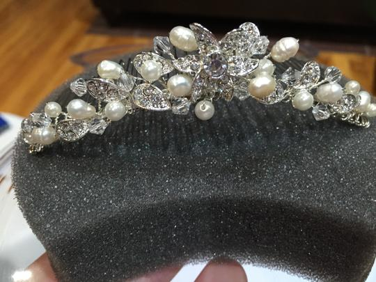 David's Bridal Silver Floral Comb with Pearls and Crystals. Hair Accessory