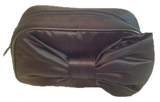 Preload https://item5.tradesy.com/images/dior-black-bow-elegant-makeup-bag-clutch-pouch-by-parfums-3128869-0-0.jpg?width=440&height=440