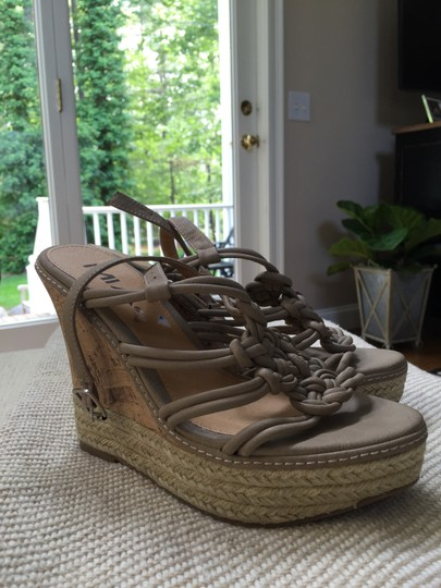 Mia Shoes Like New Mint Condition Comfortable Practical Fun Gray Wedges
