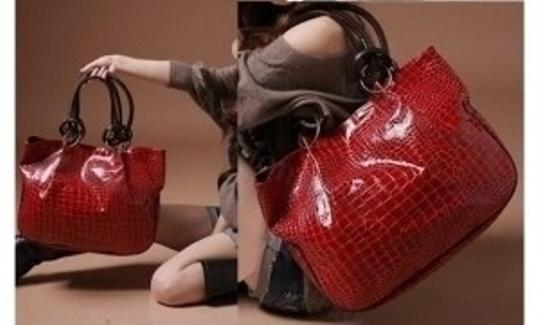 All Around Fem Tote in Red