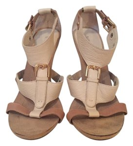 073c6843fb22b Nine West Snooks Size 7.5 Nude Tan Leather Excellent Condition White and  Beige Sandals