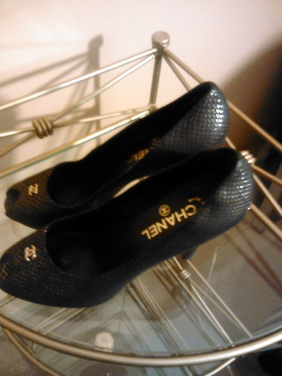 Chanel black with gold specks Pumps