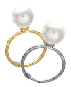Silver Vintage Hollywood silver knuckle ring with Pearl.