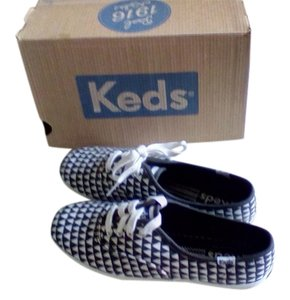 Keds black and white triangle Athletic