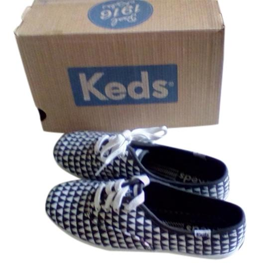 Preload https://item4.tradesy.com/images/keds-black-and-white-triangle-quick-strike-sneakers-size-us-65-regular-m-b-3162583-0-0.jpg?width=440&height=440
