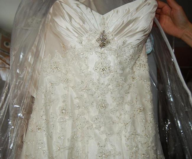 Item - Ivory Satin Ruffled Lace A-line Fitted Wedding Dress Size 12 (L)