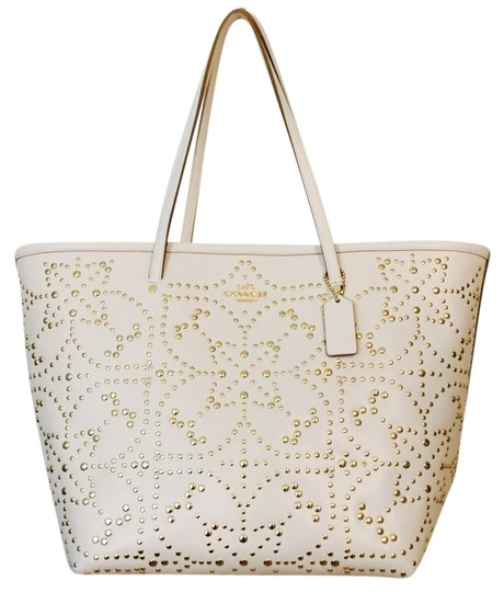 Coach Tote in Light Gold/Chalk