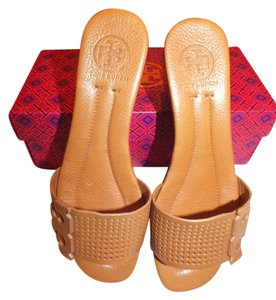 Tory Burch Tan/205 Wedges