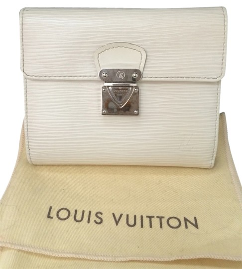 Preload https://item2.tradesy.com/images/louis-vuitton-white-epi-wallet-3174721-0-0.jpg?width=440&height=440