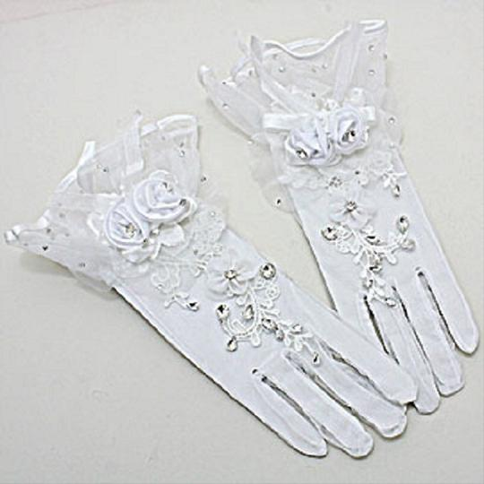 White Flared Top Crystal Accent Flower Stretch Gloves