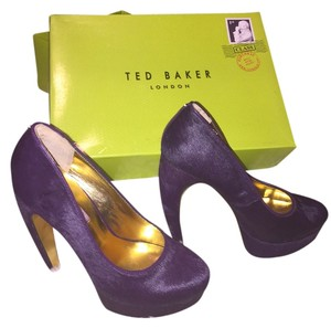 214a18116b0351 Ted Baker  features Banana Heel  branded With Stud  signature Gold Metallic  Leather Used