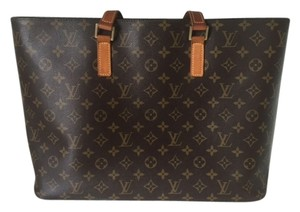 Louis Vuitton Shoulder Tote in Brown