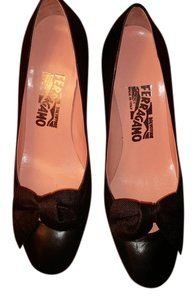 Salvatore Ferragamo Leather Made In Italy Bows Black Pumps