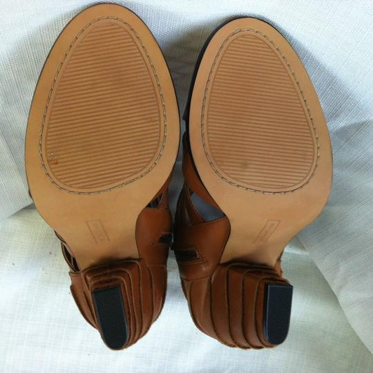 Steve Madden tan Pumps