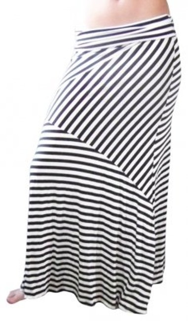 Preload https://item5.tradesy.com/images/black-and-white-striped-maxi-size-4-s-27-31954-0-0.jpg?width=400&height=650