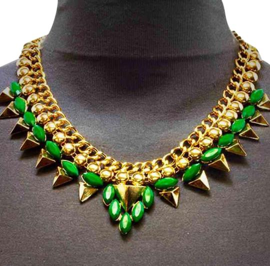 Preload https://item2.tradesy.com/images/green-necklace-and-earring-set-3196396-0-0.jpg?width=440&height=440