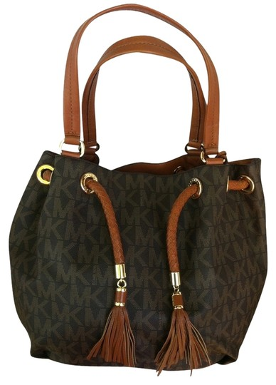 Preload https://item4.tradesy.com/images/michael-kors-jet-set-signature-brown-gathered-tote-3206113-0-0.jpg?width=440&height=440