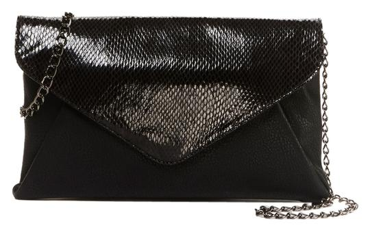 Preload https://item2.tradesy.com/images/btangle-clutch-black-snake-faux-leather-outer-fabric-lining-cross-body-bag-3217081-0-0.jpg?width=440&height=440