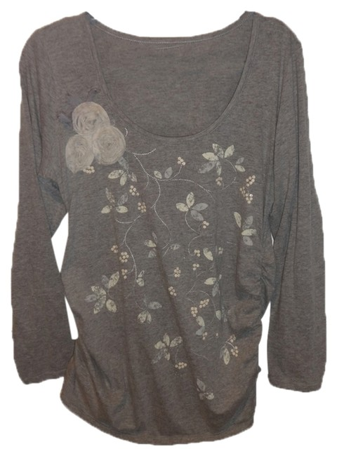 Two Hearts Maternity Pretty, flattering maternity top