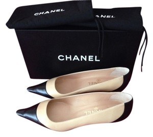 Chanel Logo Leather Tan/Black Pumps