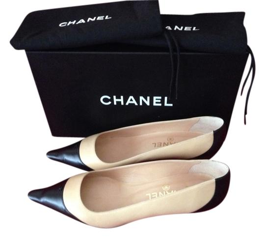 Chanel Logo Leather Pointed Toe Flat Tan/Black Pumps
