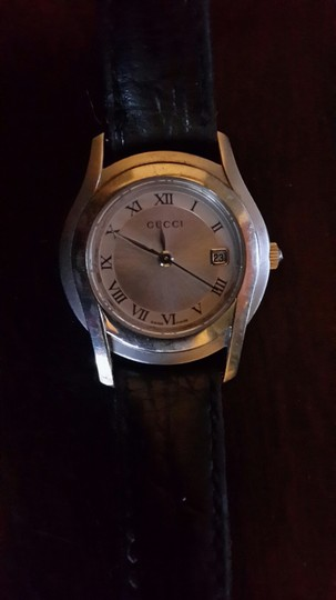 Gucci Gucci watch with leather band