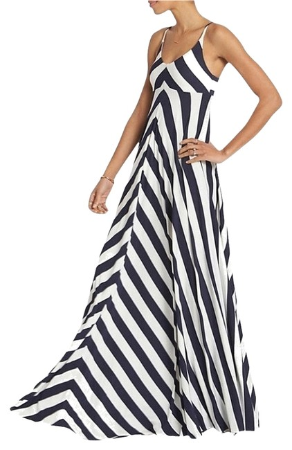Preload https://item2.tradesy.com/images/navy-white-chevron-long-casual-maxi-dress-size-0-xs-3226561-0-0.jpg?width=400&height=650
