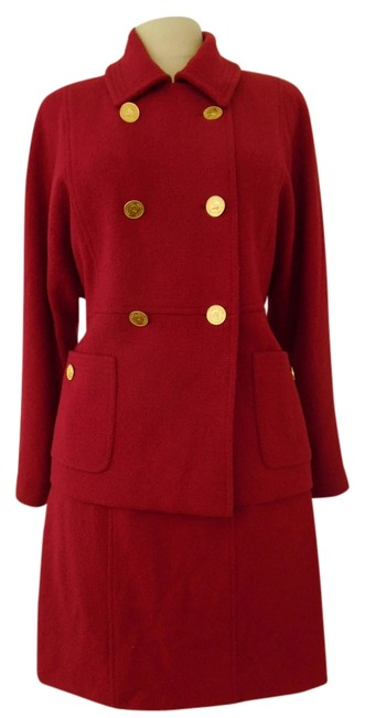Preload https://item5.tradesy.com/images/chanel-red-boucle-skirt-suit-size-6-s-3228904-0-0.jpg?width=400&height=650