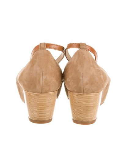 Tod's Tan Wedges