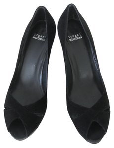 Stuart Weitzman black suede w/embossed leather Pumps