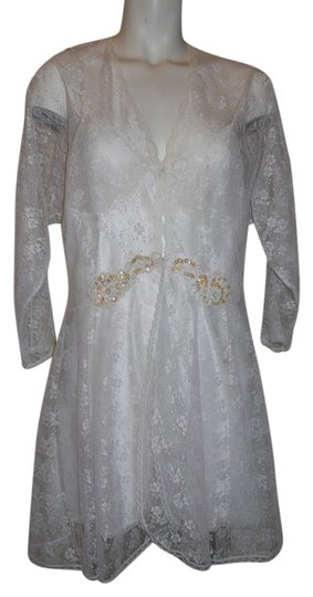 Preload https://item3.tradesy.com/images/white-vintage-lace-gown-and-robe-set-sz-m-3230167-0-0.jpg?width=440&height=440