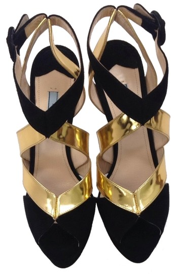 Preload https://item2.tradesy.com/images/chanel-black-and-gold-pumps-3231166-0-0.jpg?width=440&height=440