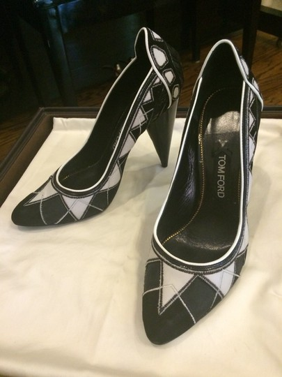 Tom Ford Patent Christian Louboutin Gucci Valentino Saint Laurent Louis Vuitton Tory Burch Chanel Black White Pumps