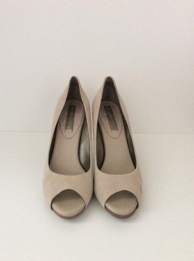 Banana Republic Sandalwood Pumps