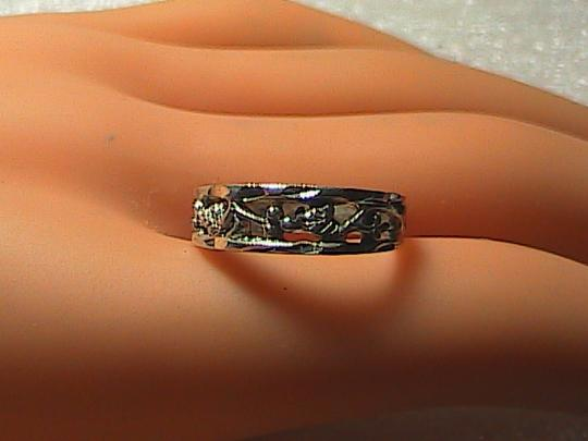 Vintage Sterling Silver Diamond Cut Leaf Band Ring