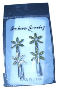 Green palm tree hair clips New green sparkly palm tree hair clips very cute