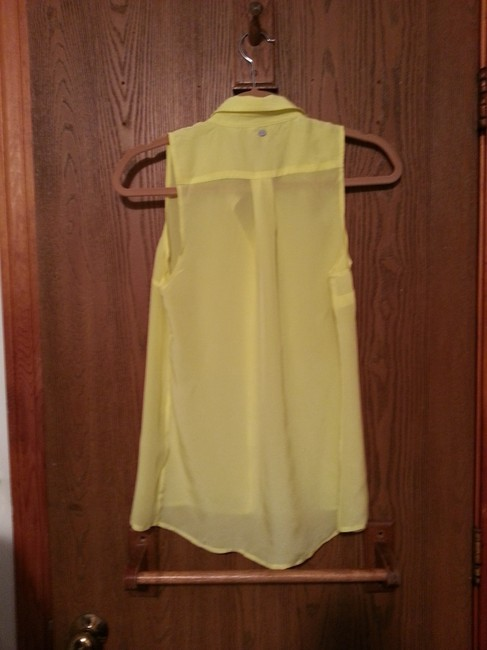 Guess Sleeveless Pointed Collar High-low Button Button Down Shirt Yellow