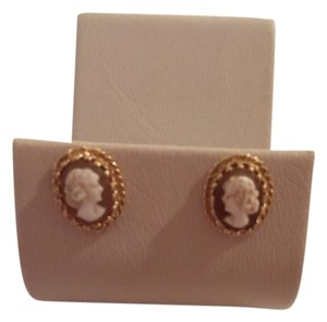 EXCELLENT 14K YELLOW GOLD AND CAMEO STUD EARRINGS-