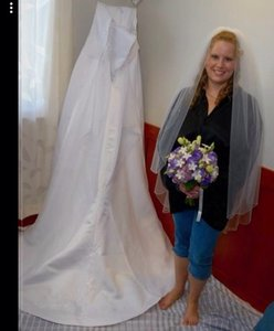 2 Be Bride Veil Matches Dress And Has Attached Comb