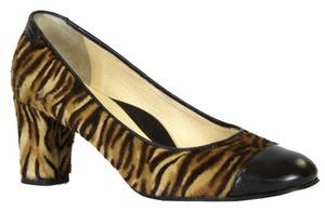 Taryn Rose Black leather/tiger calf print Pumps