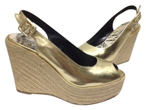 Steve Madden Leather Patent Taking A Going To Florida The Islands Gold Pumps