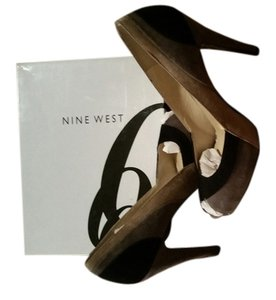Nine West Black, taupe and gray suede Pumps