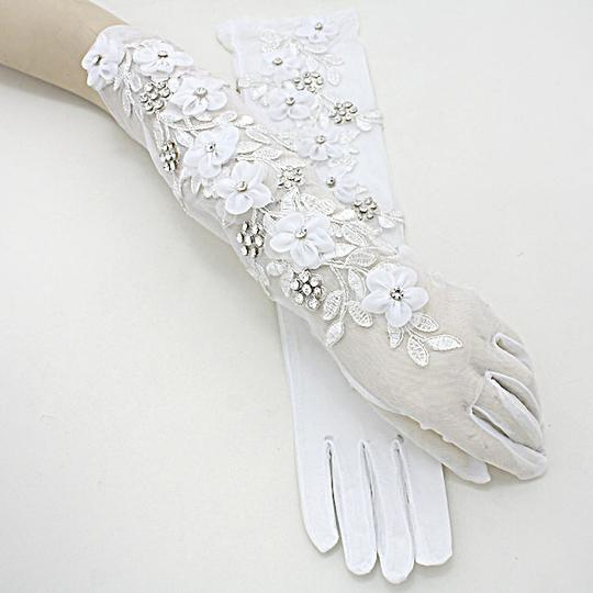 White and Clear Crytstal Vintage Garden Style Embroidery Leaf Flower Accent Gloves