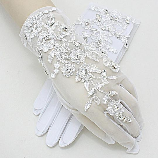 White and Clear Crystal Vintage Garden Style Embroidery Leaf Accent Gloves