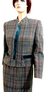Albert Nipon Two-Piece Long Sleeve Green Plaid Suit