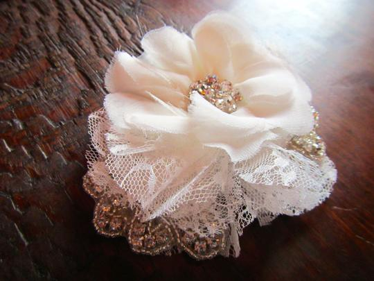 White/Ivory Hairpiece Hair Accessory Image 1