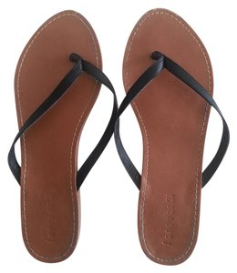 Forever 21 Faux Leather Flip Flops Black Flats