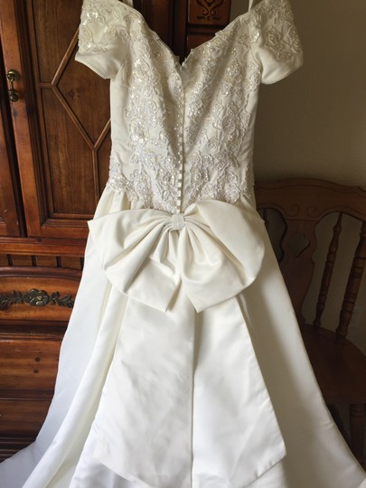 Ivory Polyester Traditional Wedding Dress Size 8 (M)