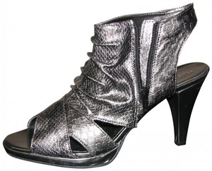 Nue by Shani Grey/Silver Pumps